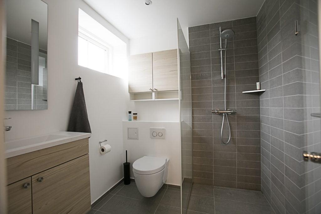 Komplet Bad Renovering I Frederikssund Pris 149 000 00 Kr Badevaerelser Og Badevaerelses Renovering