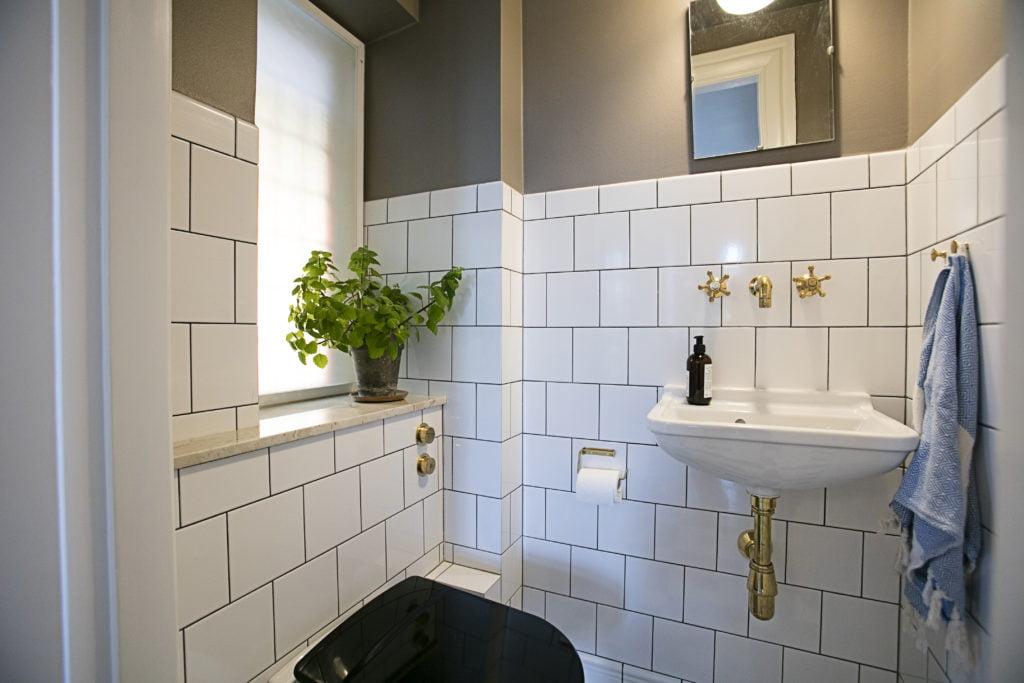 Picture of: Make Over Af Gaeste Toilet Frederiksberg Pris 64 470 00 Kr Kr Badevaerelser Og Badevaerelses Renovering